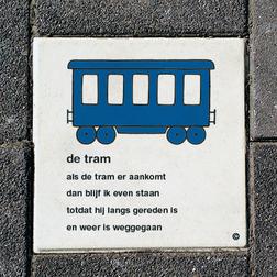 Dick Bruna Stoeptegel - de tram - 300x300mm tegel, lesbord, schoolpleintegel, schoolpleinbord, rookvrije generatie